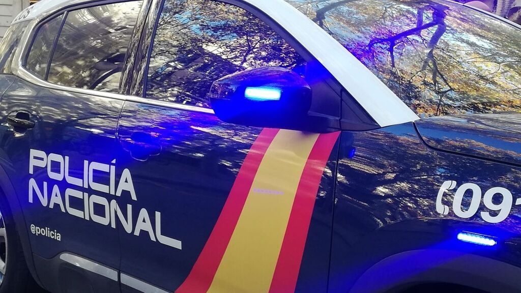 Fallece una mujer de 80 años al estrellar su coche contra un supermercado en Denia, Alicante
