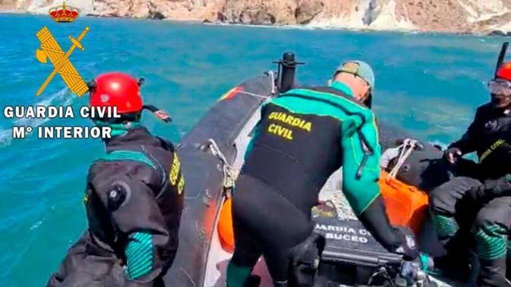 Localizan el cadaver de un hombre que cayó al mar cuando navegaba con un kayak en Cabo de Gata