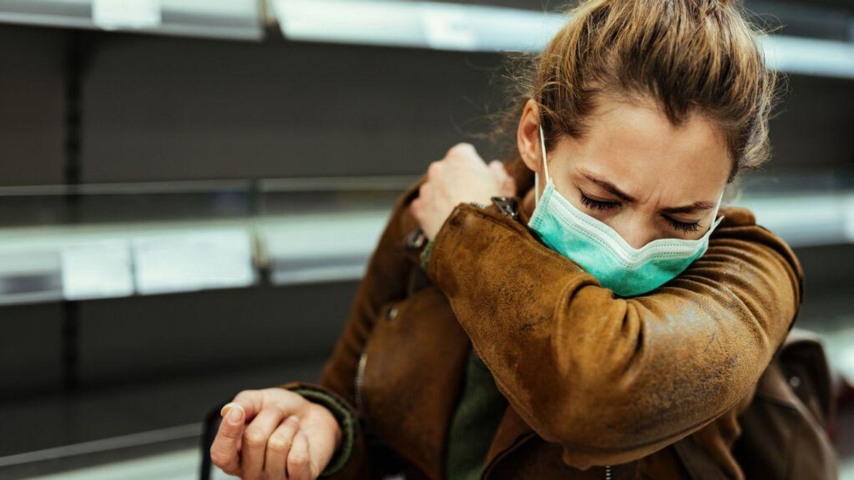 Los estornudos podrían ser el nuevo síntoma de contagio de covid19 en los ya vacunados