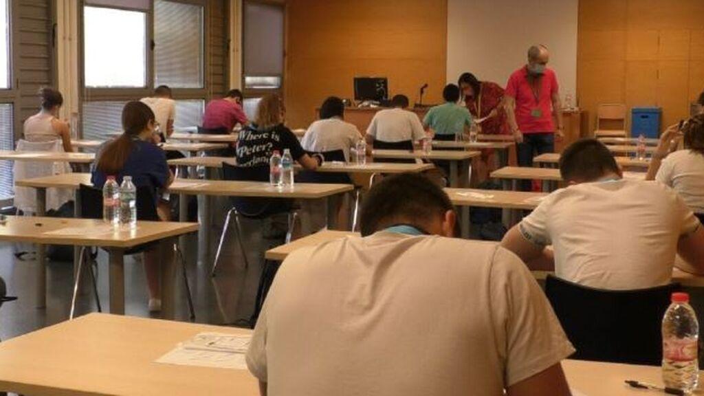 Una decena de estudiantes de Elche regresan contagiados por covid tras un viaje de fin de curso en Mallorca