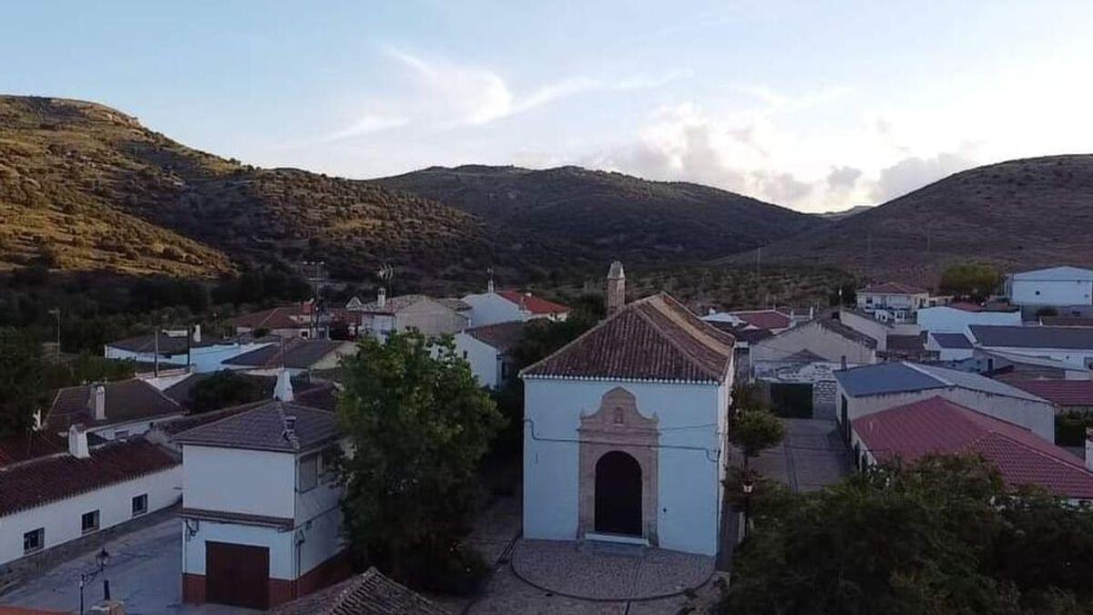 """Sin cobertura móvil en 2021 en una pedanía de Granada: """"Estamos aislados por no tener una antena de telefonía"""""""