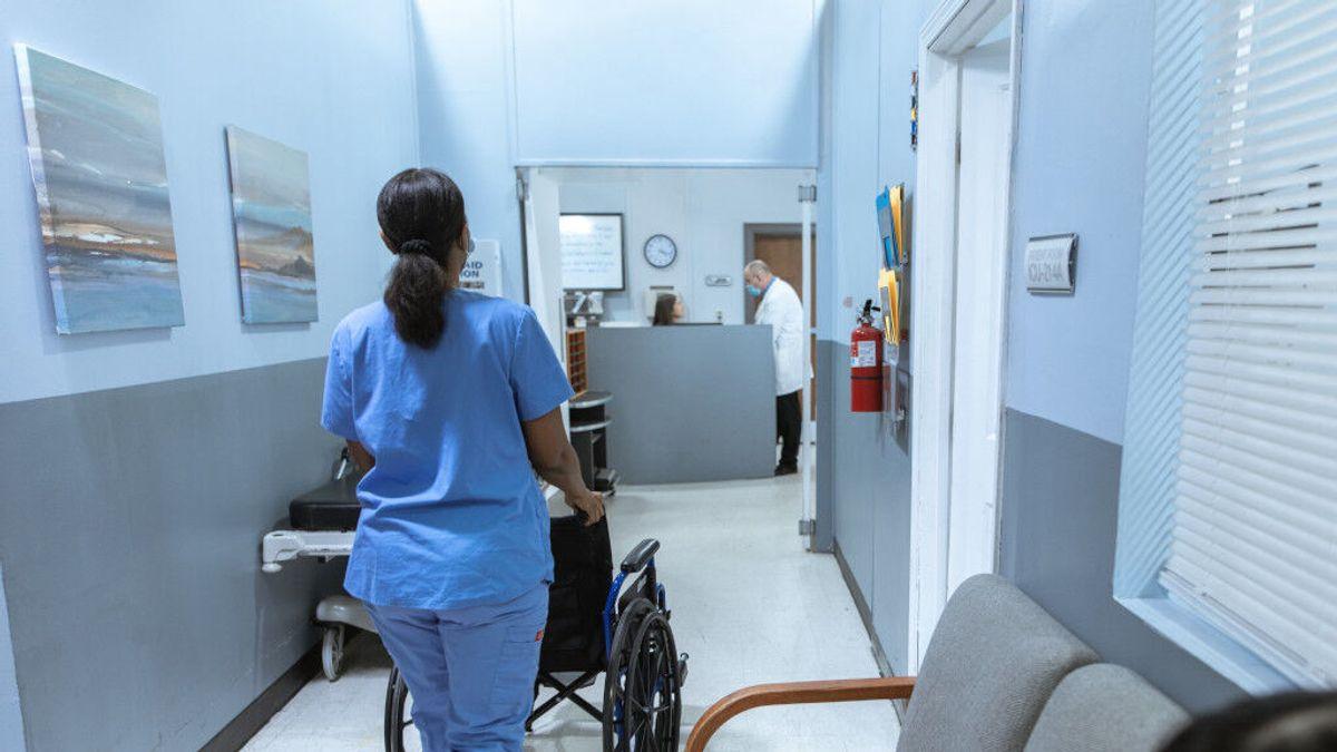Condenada una enfermera por avisar a un joven de que no era el padre del hijo que esperaba su novia