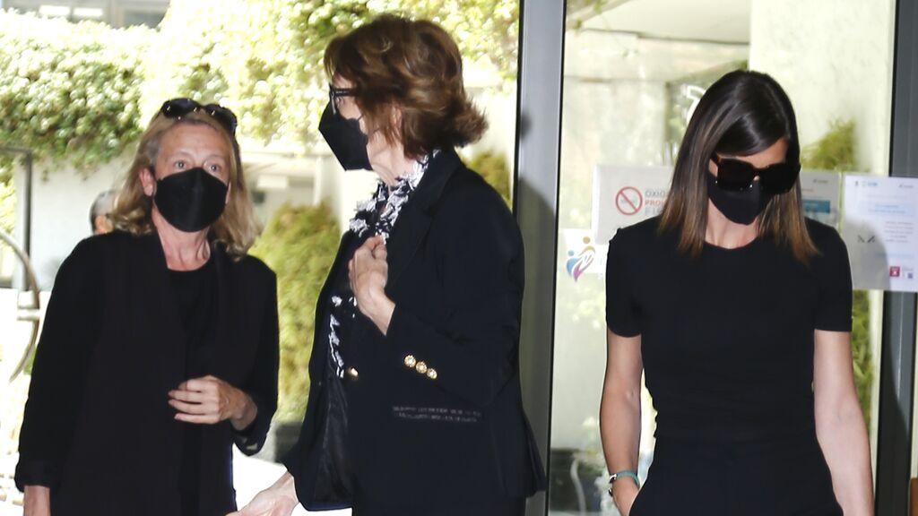 Alba Santana llegando al tanatorio para despedir a su madre, Mila Ximénez