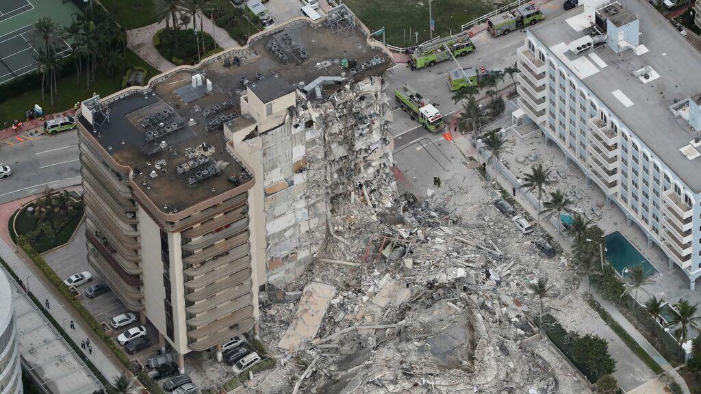 La policía de Miami eleva a 99 el número de desaparecidos tras el derrumbe de un edificio de apartamentos