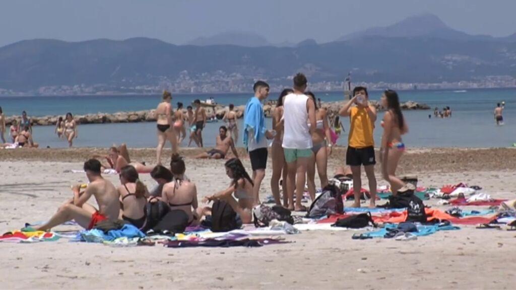 Un macrobotellón en un viaje de fin de curso a Mallorca deja centenares de infectados por covid en todo el país