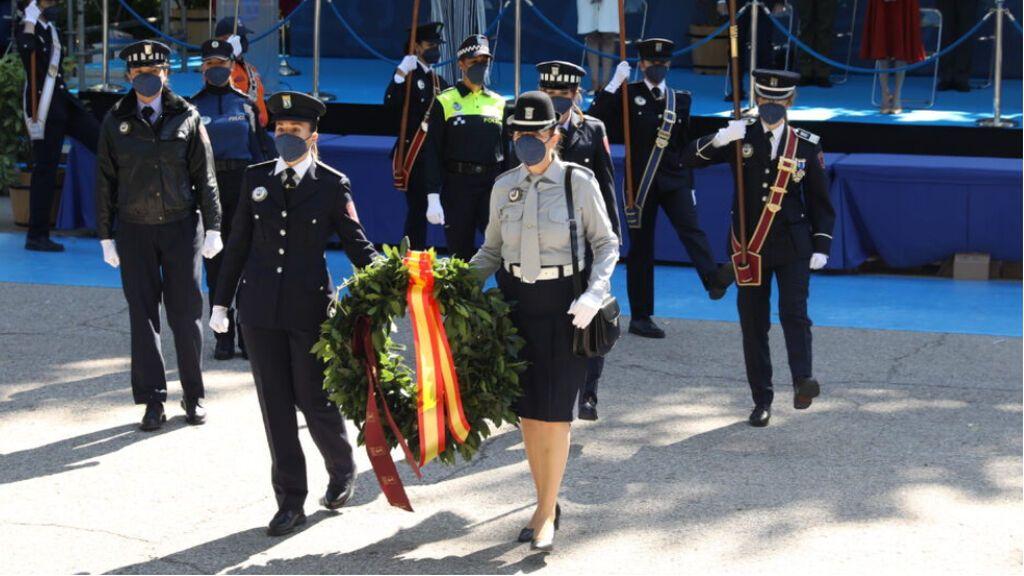 Las mujeres recuperan la falda y el bolso 50 años después de su incorporación a la Policía de Madrid
