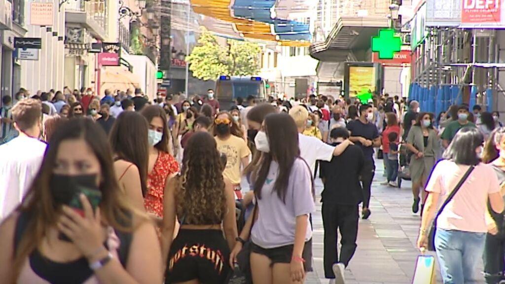 A las puertas del primer fin de semana sin mascarilla en exteriores los expertos advierten: el virus sigue ahí
