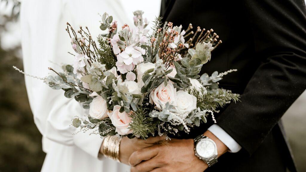 ¿Quién puede ser un oficiante de bodas y cuáles son sus funciones?