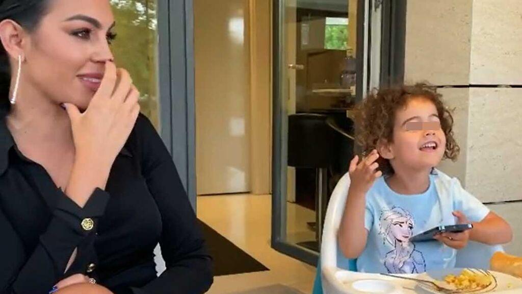 Alana, la hija de Cristiano Ronaldo y Georgina, cantando