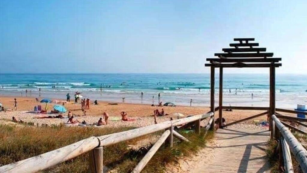 Las cien playas y piscinas de Andalucía libres de humo