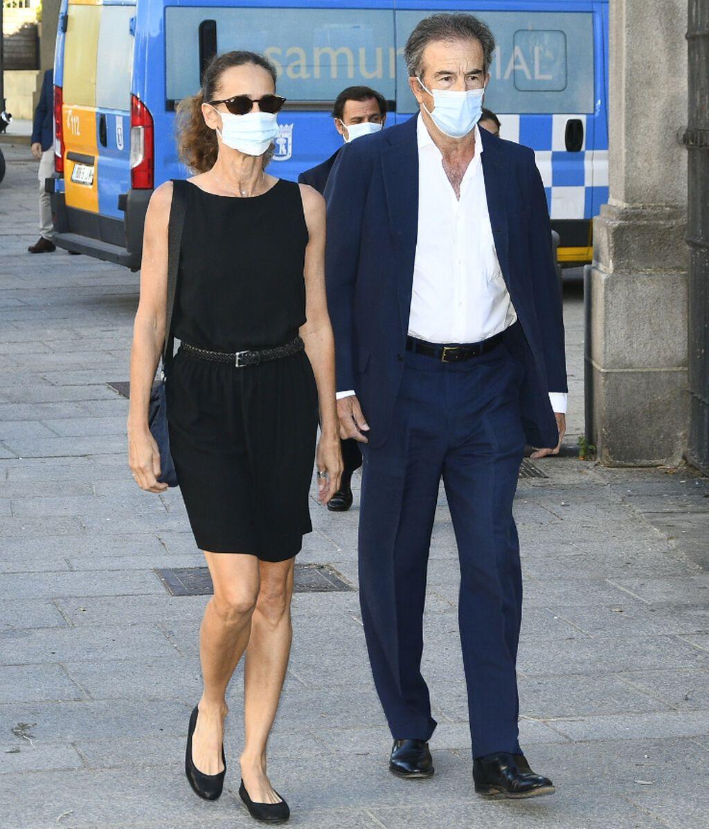Blanca Suelves y su marido, Ioannes Osorio, a su entrada a la Real Basílica de Francisco el Grande