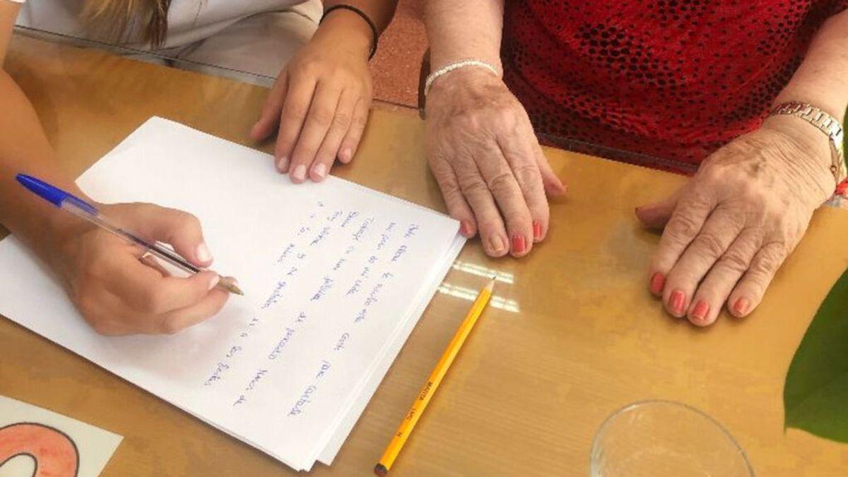 Cartas contra la soledad: una idea que nació en pandemia y que disfrutan en dos residencias de mayores de Ourense