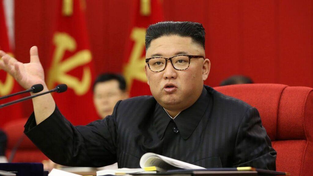 """Alerta en Corea del Norte después de que Kim Jong Un reconozca """"un gran incidente"""" en la """"lucha antivirus"""""""