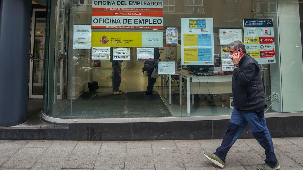Economía.- CCOO, UGT y CSIF piden una reunión urgente a Montero para evitar el despido de 1.000 trabajadores del SEPE