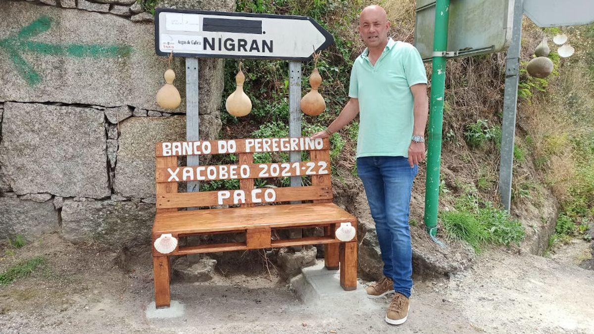 """Paco crea un punto de avituallamiento para los peregrinos: """"Les fabriqué un banco y les ofrezco fruta"""""""