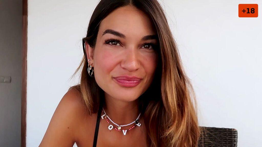 Estela Grande disfruta de unas vacaciones en Ibiza y muestra la cara de su novio por primera vez (1/2)