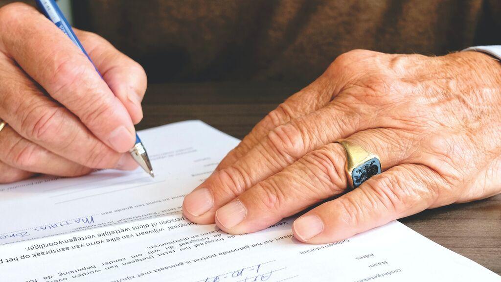 Aceptar una herencia tarde tiene penalización: los intereses que tendrás que pagar de más