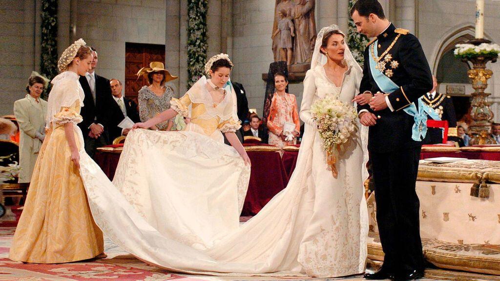 El vestido de la reina era sencillo y atemporal.