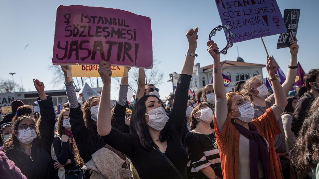 Las mujeres se rebelan en Turquía por el descuelgue del Gobierno del tratado contra la violencia machista