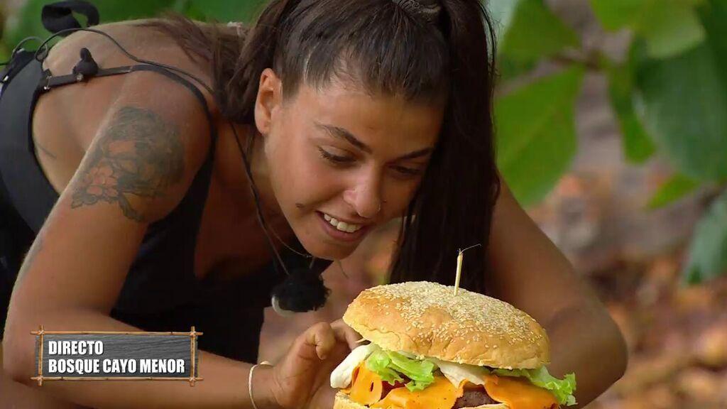 Lola disfrutará de hamburguesa gigante a cambio de pagar las penitencias de las que se libró por ser desterrada