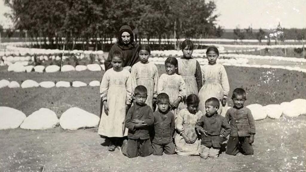 Cómo eran los internados donde murieron 6.000 niños indígenas en Canadá