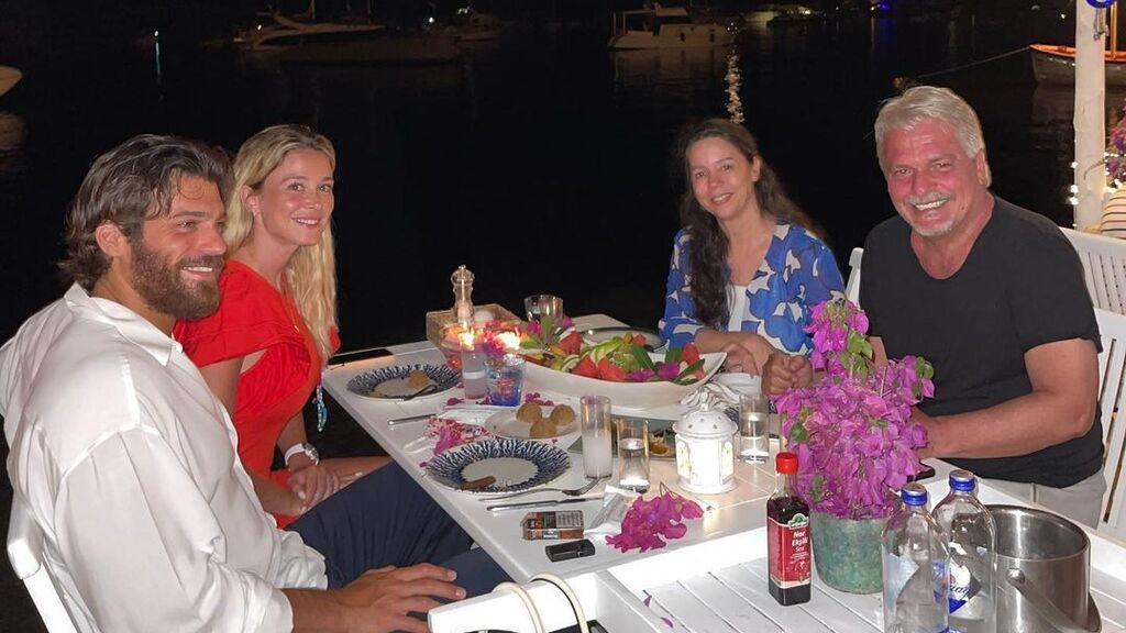 Can Yaman, de cena con sus padres y con Diletta Leotta
