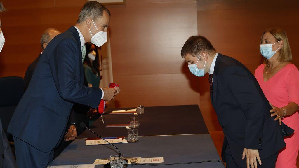 Hector Melero, el primer fiscal ciego de España, recibe su despacho de manos del rey