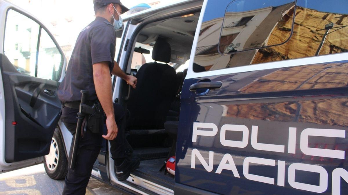 Detenido un menor tras apuñalar a un hombre que se negó a darle un cigarro en Valencia