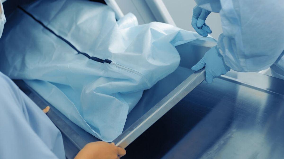Sufre un accidente de moto, le dan por muerto y termina despertando dentro de una bolsa mortuoria