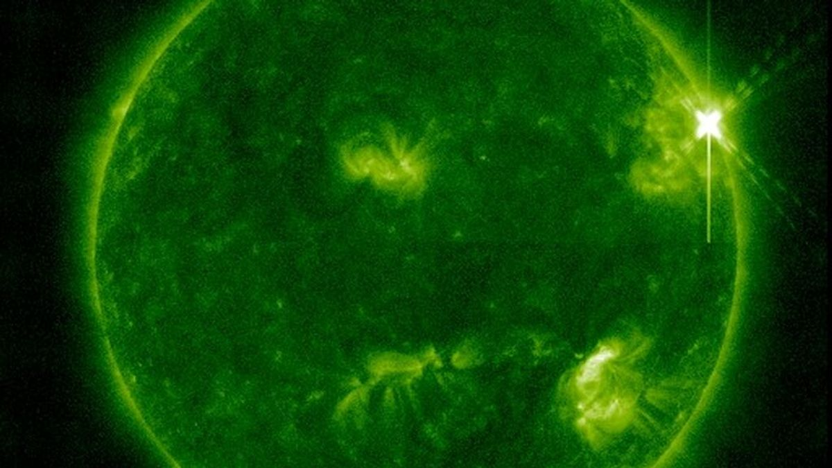 La Nasa capta la 'cara' del Sol provocada por una enorme llamarada solar