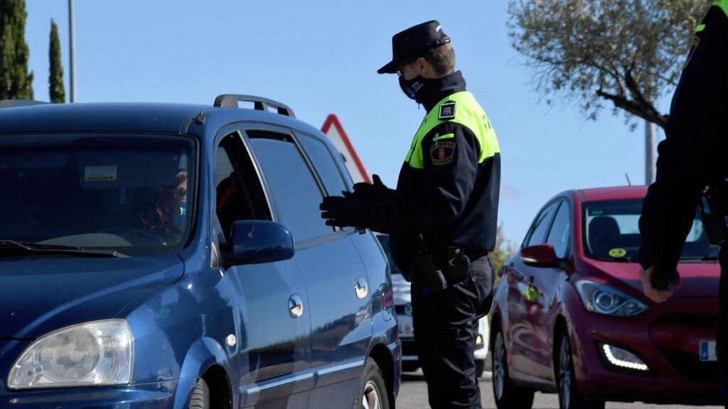 POLICIA-COCHE-CORDONPRESS