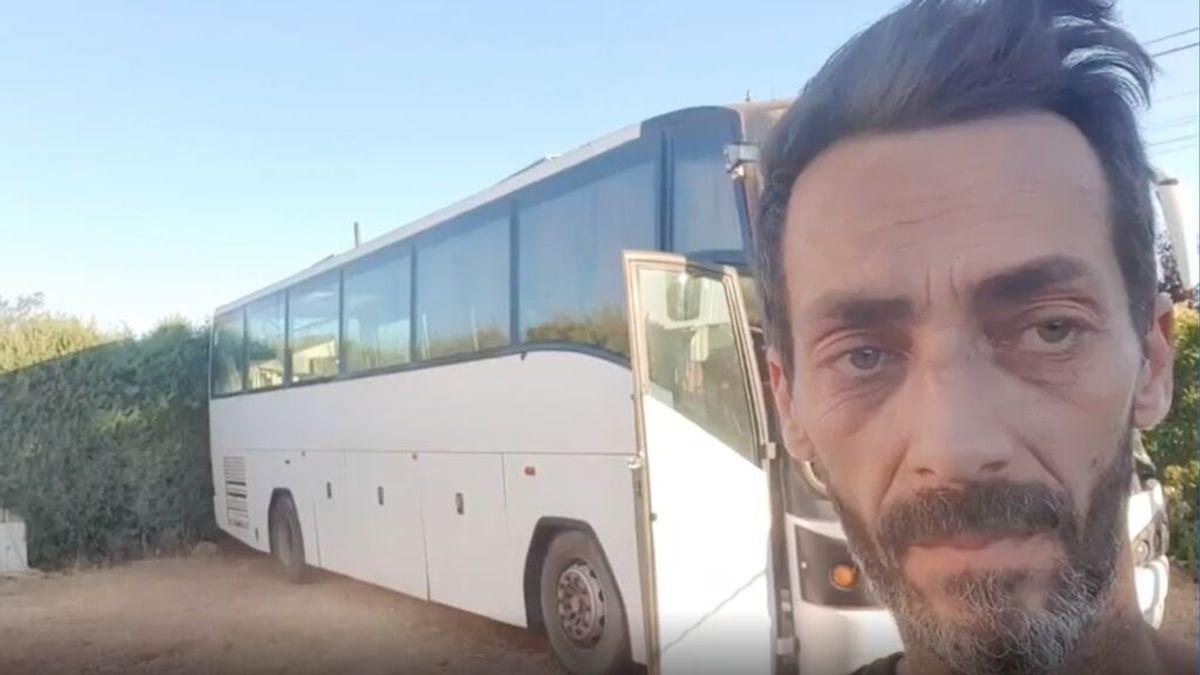 Un vecino de Badajoz se compra un autobús para llevarse a su familia de vacaciones