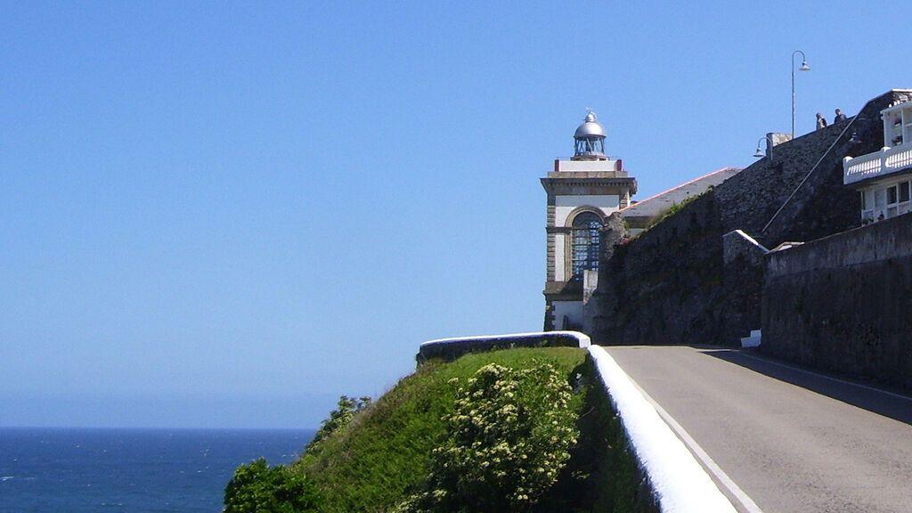 Faro de Lluarca