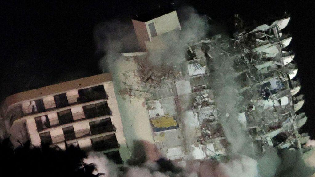 Derriban de forma controlada lo que quedaba del edificio de Miami Beach