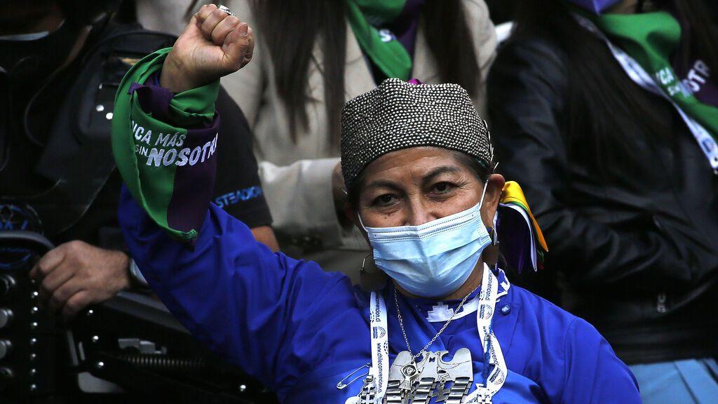 Una lingüista y activista mapuche, presidenta de la convención que redactará la nueva Constitución de Chile