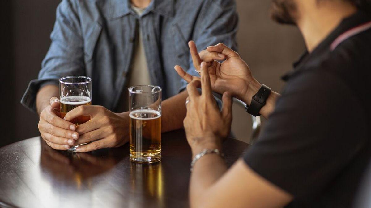 Cuando te dicen que debes hacer un consumo moderado de alcohol por alcohol: ¿cuántas cervezas son?