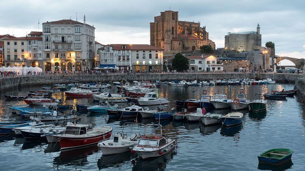 Harbour_of_Castro_Urdiales wiki