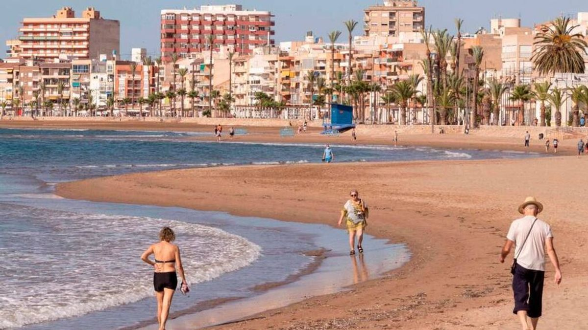 Muere un bañista de 74 años al sufrir un síndrome de inmersión en una playa de Mazarrón