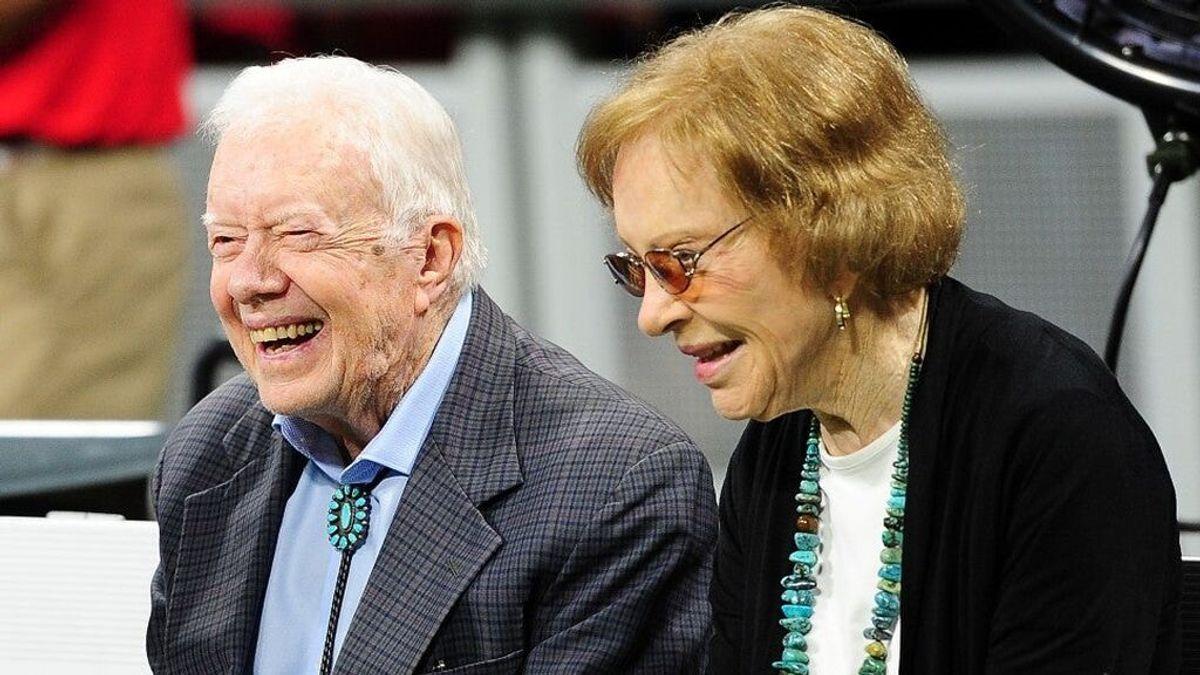 El expresidente estadounidense Jimmy Carter y su esposa Rosalynn celebran su 75 aniversario de bodas