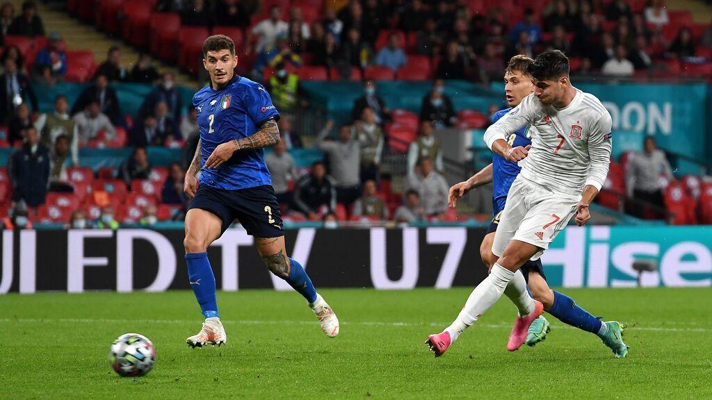 Jugadón de España que culmina Morata con una definición de kiler para hacer el empate  (1-1)