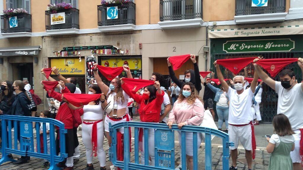 """Segundo año sin Sanfermines: Pamplona se pone el pañuelo rojo con """"control y sin excesos"""""""