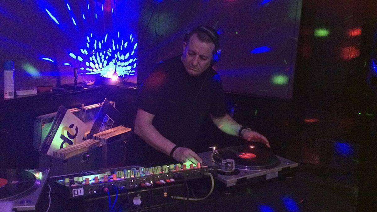 """Ser DJ a los 50: """"Cuando subo a una cabina, todavía siento el gusanillo"""""""