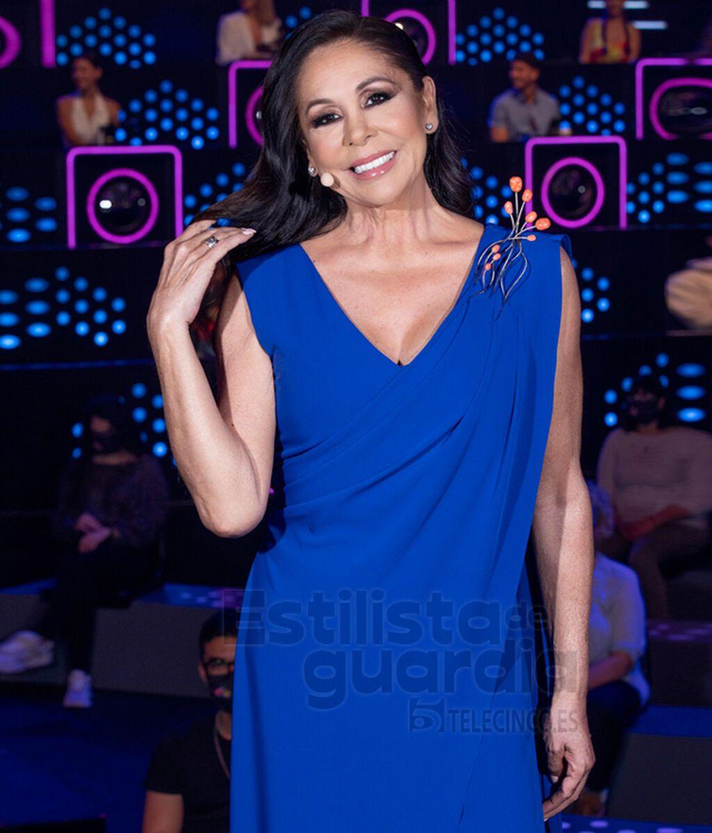 Isabel Pantoja con vestido de fiesta azul