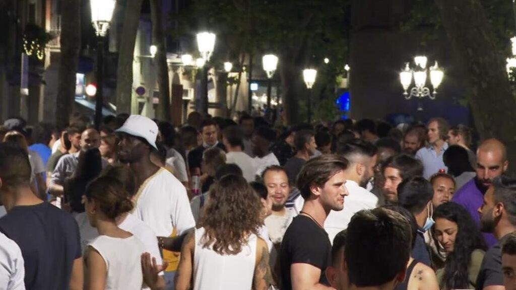 Cataluña echa marcha atrás en su desescalada ante los preocupantes contagios entre los jóvenes
