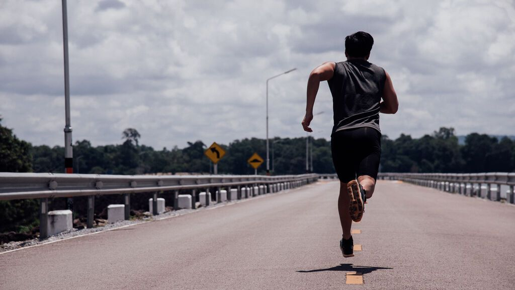 sport-man-with-runner-on-the-street-be-running-for-exercise