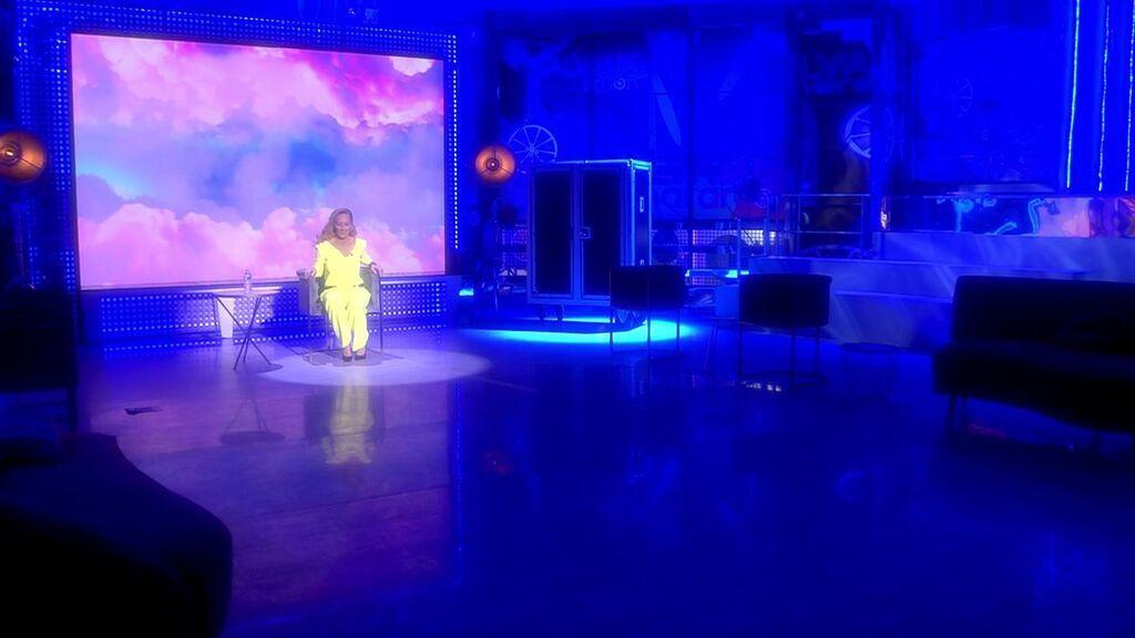 Rocío Carrasco llega a 'Sálvame' y se sienta en la silla del presentador: su desconcertante llegada a plató