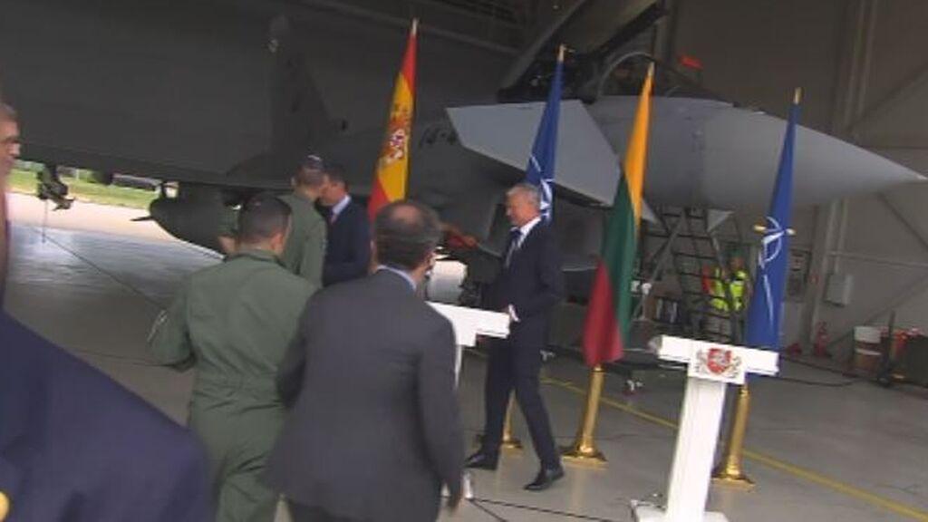 Una alerta de invasión aérea obliga a Sánchez a suspender en directo una rueda de prensa en una base militar en Lituania