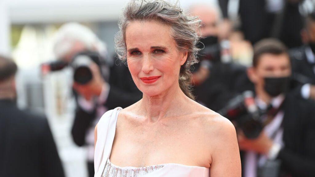 Las estrellas desfilan por la alfombra roja de Cannes y lucen todo su glamur sin mascarillas