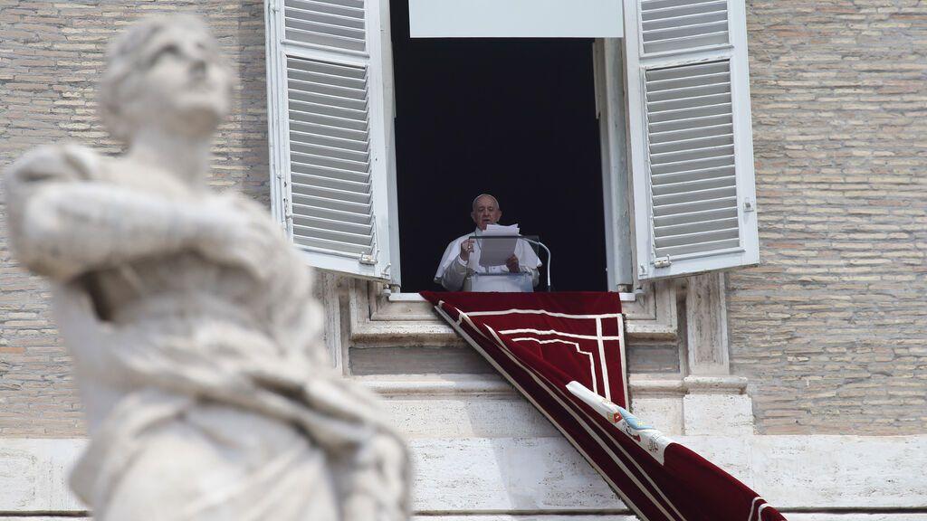 El Papa ya camina solo aunque ha tenido algo de fiebre