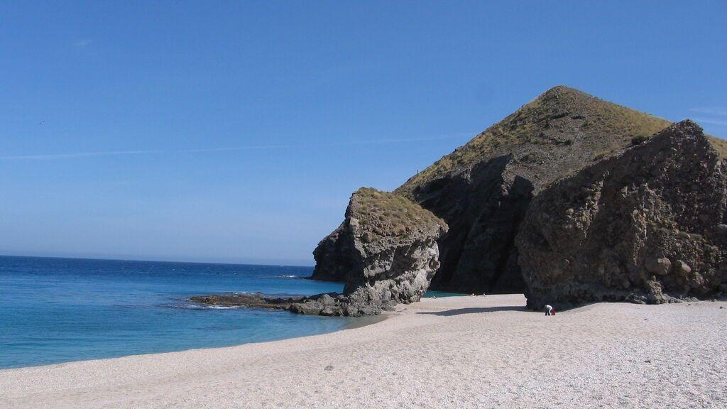 Playa_de_los_Muertos_-_panoramio_-_isol
